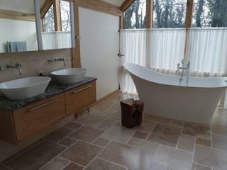 HAND BUILT WARDROBES AND EN-SUITE: eclectic Bedroom by COOPER BESPOKE JOINERY LTD