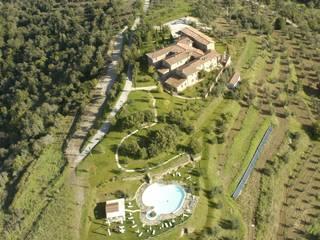 Vista aera del borgo: Case in stile in stile Eclettico di Studio Meacci & C. Architecture & Consulting
