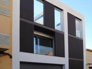 Minimalist houses by MBVB Arquitectos Minimalist