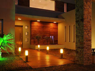 La Casa del Rio: Casas de estilo  por Family Houses
