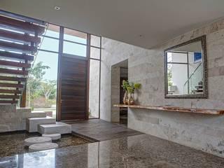 CASA JT Tropische gangen, hallen & trappenhuizen de Ancona + Ancona Arquitectos Tropical