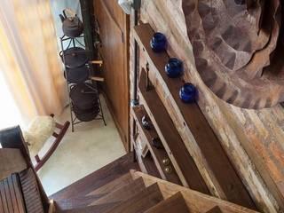 Casa ReFit: Corredores e halls de entrada  por Ferraro Habitat