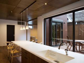 あけぼのリノベーション: 一級建築士事務所シンクスタジオが手掛けたキッチンです。