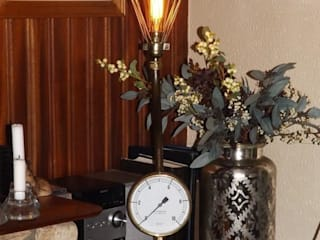 steampunk style lamp: industrial Living room by srb enginering 2000 ltd