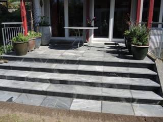 Sitzplatz und Treppen: klassischer Garten von Keller AG