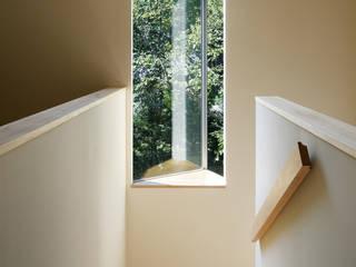 現代風玄關、走廊與階梯 根據 atelier137 ARCHITECTURAL DESIGN OFFICE 現代風