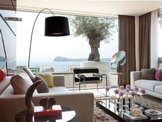 Soggiorno: Soggiorno in stile in stile Mediterraneo di PDV studio di progettazione