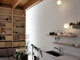 White hut and Tilia japonica 高橋真紀建築設計事務所 Eclectic style kitchen