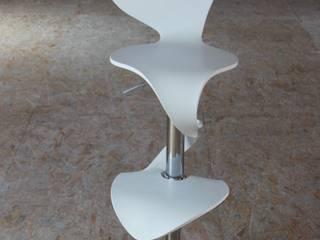 Chaise Lilly Mermaid grise:  de style  par Arielle D Collection Maison