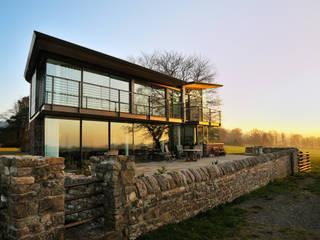 Carreg a Gwydr Hall + Bednarczyk Architects Modern balcony, veranda & terrace