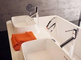 Minimalist bathroom from Luxum Minimalist style bathroom by Luxum Minimalist