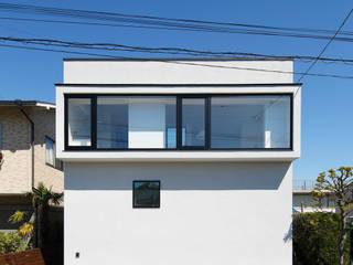 外観 連窓 モダンな 家 の 向山建築設計事務所 モダン