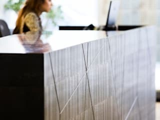 DOMUS SHOWROOM BESPOKE BAR de Mark Taylor Design Ltd Moderno