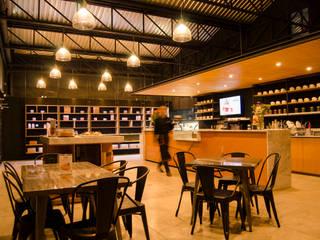 Espaços comerciais  por CASA ESTUDIO HV, Clássico