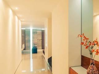 Casa Cocotera Pasillos, vestíbulos y escaleras modernos de TAFF Moderno