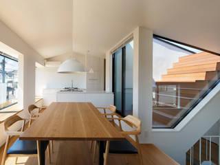 東玉川の家: 向山建築設計事務所が手掛けたテラス・ベランダです。,