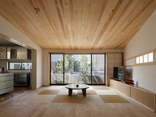 東浦和の家 リビング: 腰越耕太建築設計事務所が手掛けたリビングです。