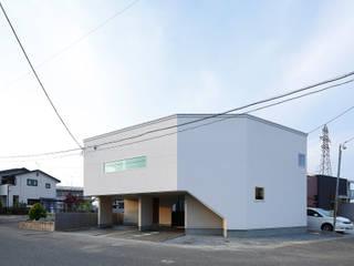 Casas estilo moderno: ideas, arquitectura e imágenes de 腰越耕太建築設計事務所 Moderno