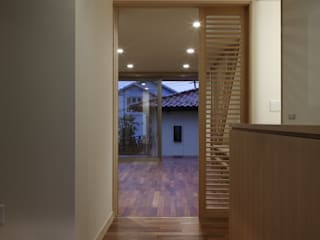Modern Corridor, Hallway and Staircase by TAMAI ATELIER Modern