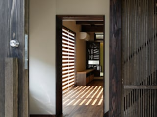 Classic style corridor, hallway and stairs by TAMAI ATELIER Classic