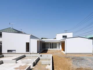 Jardines de estilo moderno de 腰越耕太建築設計事務所 Moderno