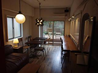 Salas multimedia de estilo moderno de 腰越耕太建築設計事務所 Moderno