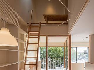 インナーテラス・広間: 河合建築デザイン事務所が手掛けたリビングです。