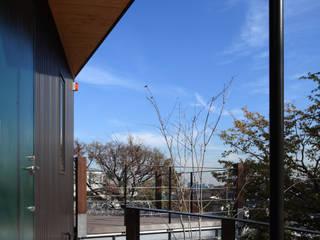 Moderner Balkon, Veranda & Terrasse von TAMAI ATELIER Modern