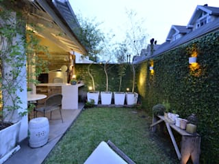 Elegante casa em condomínio: Jardins  por Tania Bertolucci  de Souza  |  Arquitetos Associados,Moderno