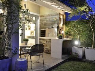 Elegante casa em condomínio: Terraços  por Tania Bertolucci  de Souza  |  Arquitetos Associados