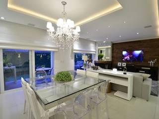 Elegante casa em condomínio Tania Bertolucci de Souza | Arquitetos Associados Salas de jantar modernas
