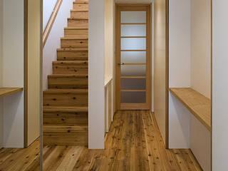 桂の家 オリジナルスタイルの 玄関&廊下&階段 の 河合建築デザイン事務所 オリジナル