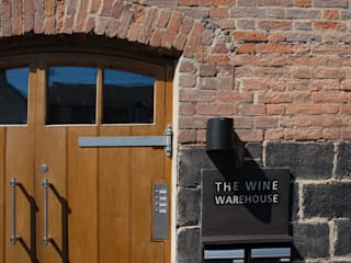 The Wine Warehouse, Chepstow Casas industriais por Hall + Bednarczyk Architects Industrial