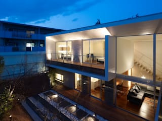 garden side facade: 株式会社ラウンドテーブル|一級建築士事務所が手掛けた家です。