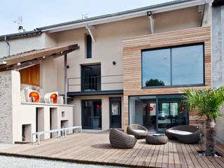 Casas de estilo moderno por Lautrefabrique