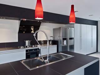 Lautrefabrique Modern kitchen