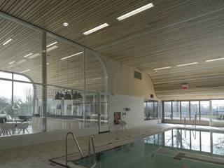 Swimming pool de Heuvelrand de Derako International B.V. Moderno