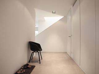 haus s / konzept, interieur- und möbeldesign Minimalistischer Flur, Diele & Treppenhaus von 22quadrat Minimalistisch