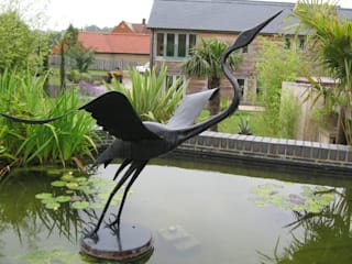 Heron Garden Sculpture Modern garden by Paul Margetts Modern