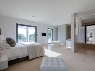 Villa South of France Interior Master Bedroom Suite Chambre moderne par Urban Cape Interiors Moderne