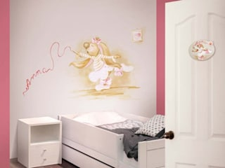 Nursery/kid's room by Murales Divinos, Classic