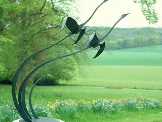 Flying Geese Garden Sculpture Modern garden by Paul Margetts Modern