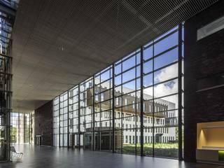 Hôpitaux modernes par Derako International B.V. Moderne