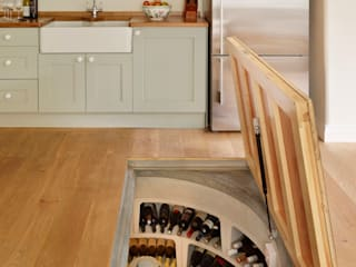 The 'Essential Cellar' wine cellar kit enabled the owner of this home to build their cellar in less than 2 weeks Bodegas de vino de estilo moderno de homify Moderno