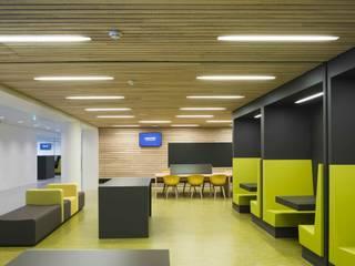 Ecoles modernes par Derako International B.V. Moderne