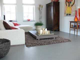Betongrijze gietvloer in woning te Amersfoort:  Woonkamer door Motion Gietvloeren, Eclectisch