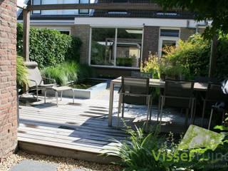 Moderne achtertuin:  Tuin door Visser Tuinen