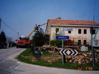 Locanda Le Guizze: ristrutturazione di un'antica fattoria:  in stile  di ALBANO PASSARIN E MARINA MARZOTTO ARCHITETTI ASSOCIATI