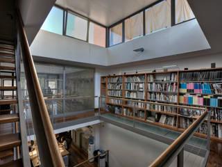 Espacio de trabajo, antigua sede de Correa + Estévez Arquitectura Estudios y despachos de estilo moderno de CORREA + ESTEVEZ ARQUITECTURA Moderno