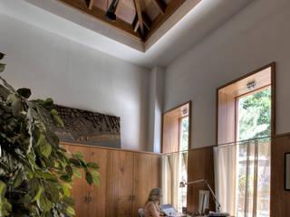 Correa + Estévez Arquitectura - Estudio propio en la Noria: Oficinas y Tiendas de estilo  de CORREA + ESTEVEZ ARQUITECTURA